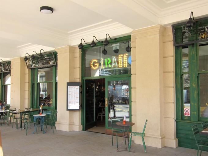 Giraffe - Bath
